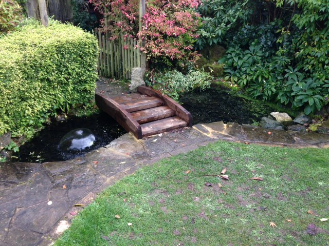 Safapond direct ltd home of the safadeck safety grid for Garden pond guards